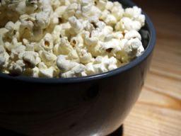 Eine Schüssel Popcorn
